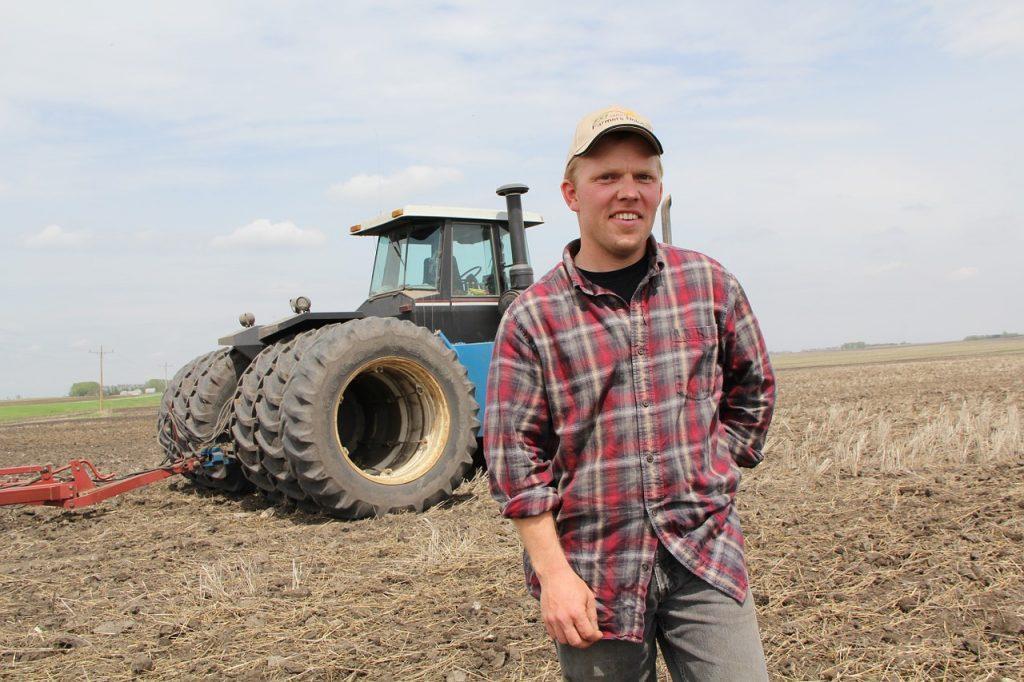 farmer, tractor, field-826912.jpg